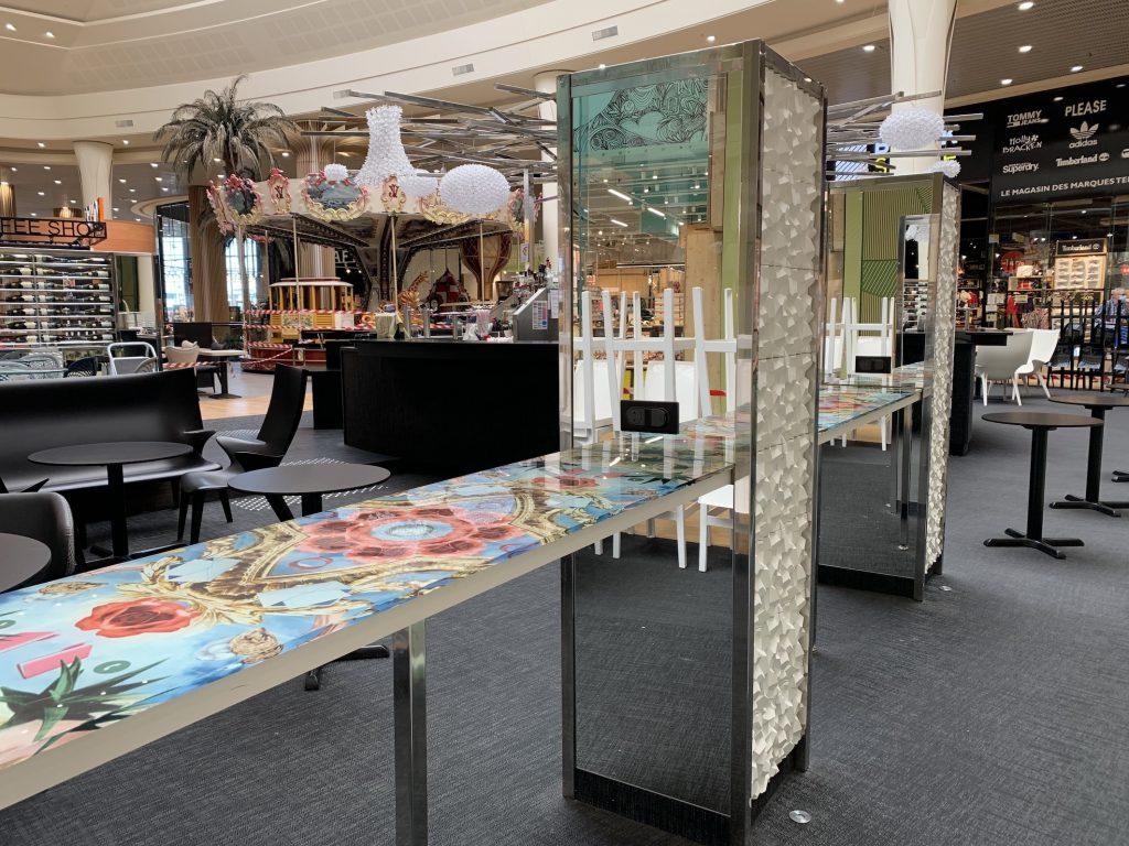 Réalisation table dans galerie marchande par Planète bois