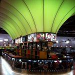 Réalisation comptoir bar dans bowling par Planète bois