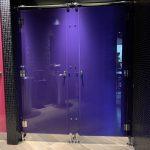 Réalisation de toilette dans restaurant- Planète bois - fabrication sur mesure