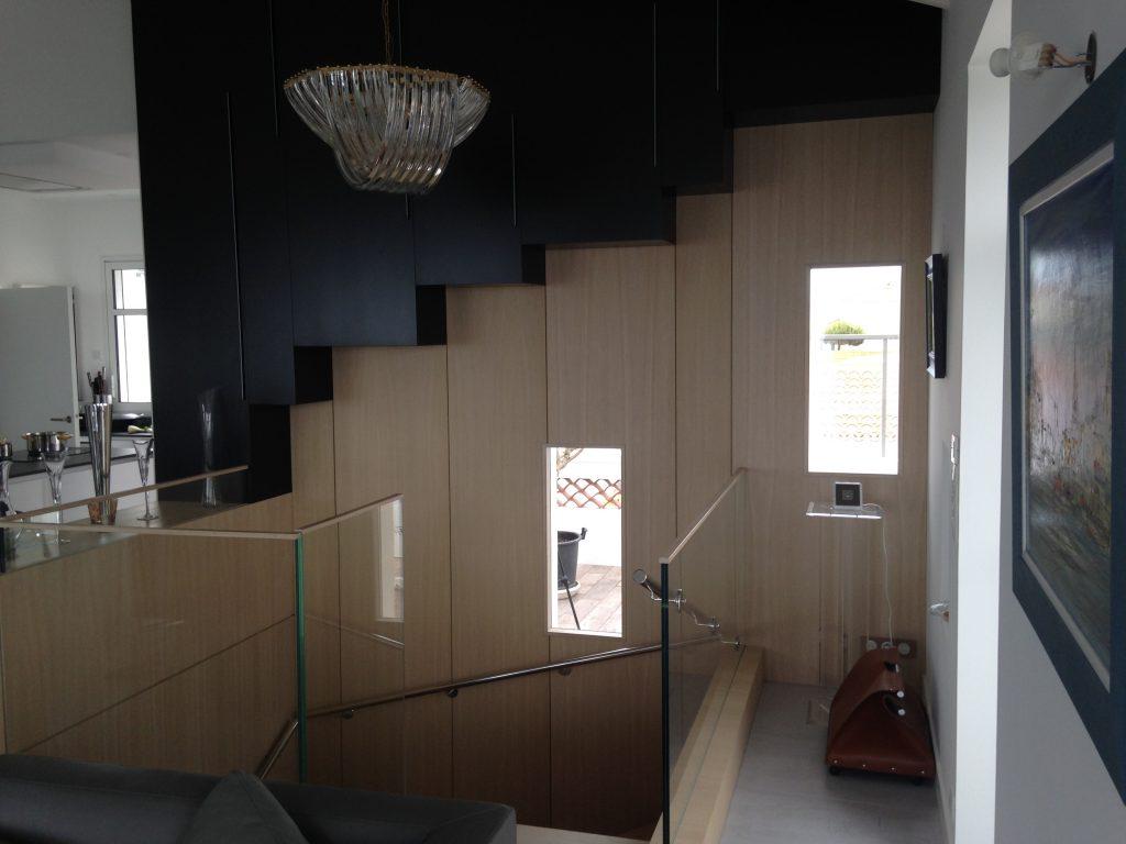 Habillage mural et escalier - Planète bois - fabrication sur mesure