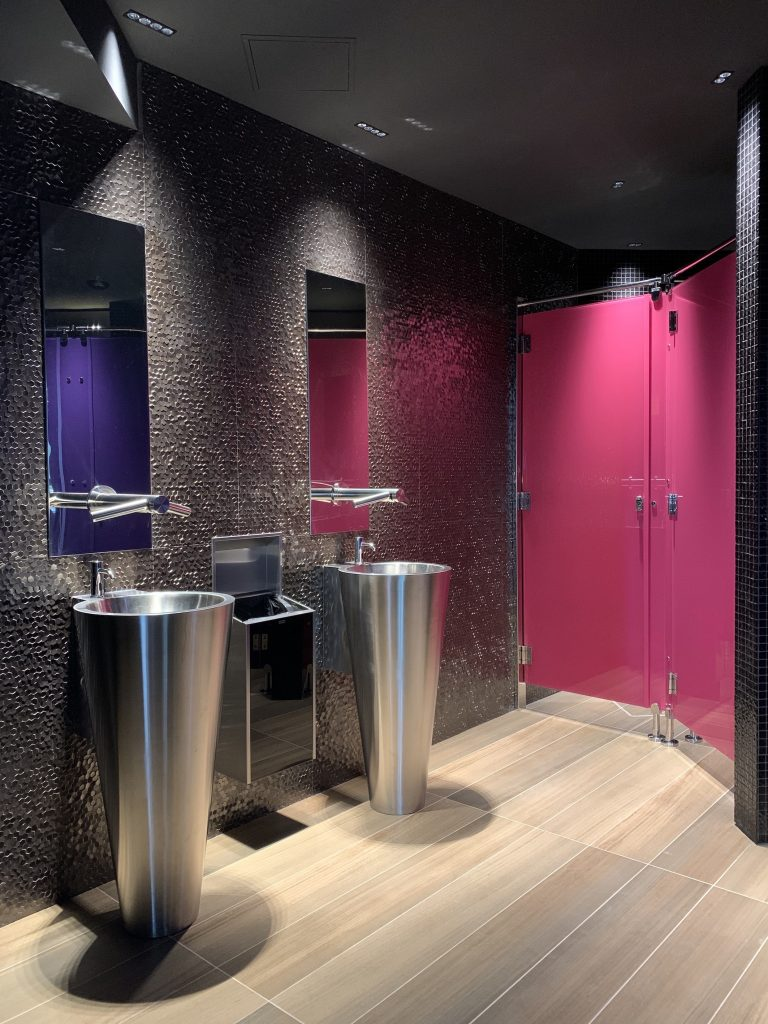 Toilettes restaurant-Planète bois-Fabrication sur mesure